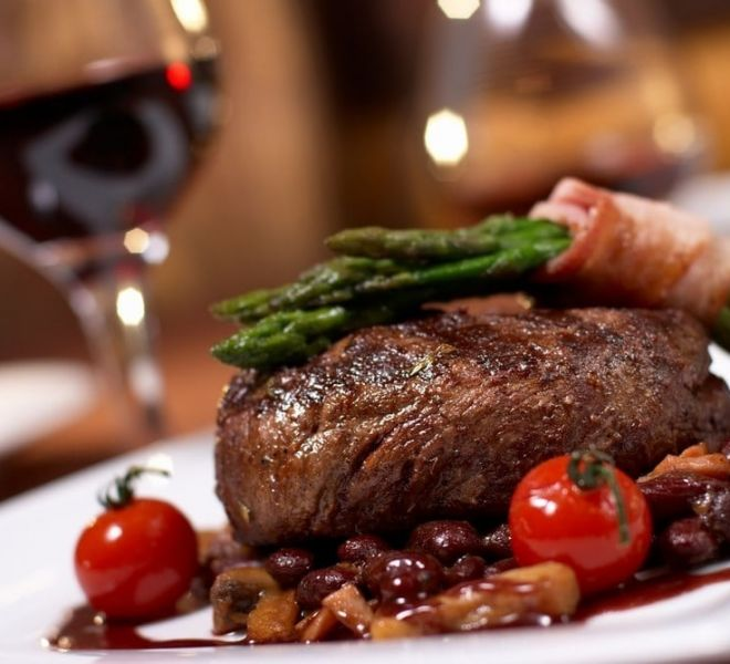 Delicious-steak-at-one-of-the-Pigeon-Forge-restaurants-fine-dining
